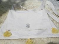 Pilgertasche aus Barchent mit Pilgerabzeichen aus Zinn